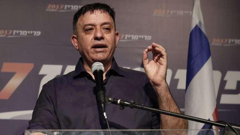 El recién elegido líder laborista Avi Gabbay se dirige a sus partidarios en Tel Aviv después de ganar las primarias de liderazgo del partido el 10 de julio de 2017. (AFP Photo / Jack Guez)