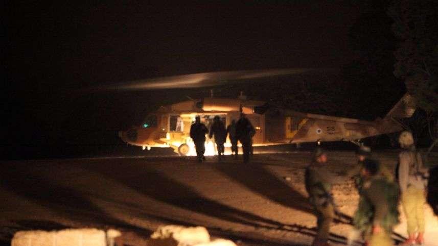 Elicóptero de evacuación en escena del ataque terrorista en Samaria en el que tres israelíes fueron asesinados por un musulmán. (Foto: Eliyahu Hershkovich)
