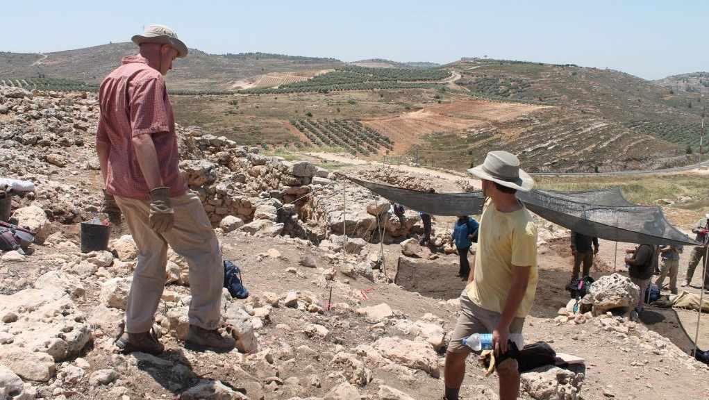 Las excavaciones arqueológicas en Shiloh bíblico, 22 de mayo de 2017. (Amanda Borschel-Dan / Times of Israel)