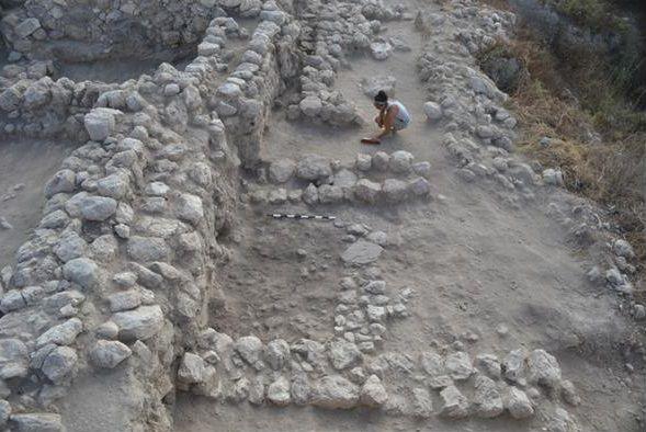 Las paredes de la ciudad antigua debajo de Gezer tienen hasta un metro de grosor. (Foto: Samuel Wolff)