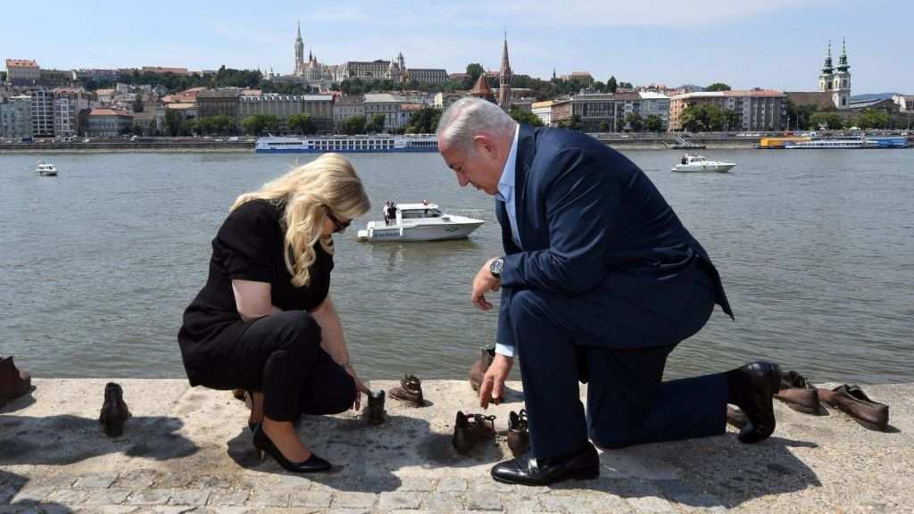 Netanyahu visita memorial del Holocausto en el Danubio