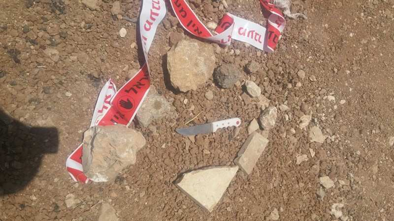 Un cuchillo utilizado por un árabe para apuñalar a los soldados después de haber intentado arrollarlos con su coche en una carretera cerca de Tekoa el 10 de julio de 2017. (Unidad del Portavoz de la FID)