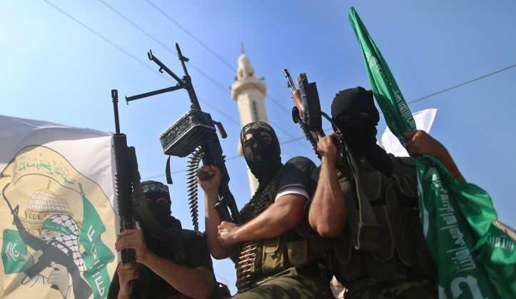Los terroristas de Hamas en Gaza en el aniversario del acuerdo de intercambio de prisioneros para Gilad Shalit.18 de octubre de 2012 (foto: Wissam Nassar / Flash90)