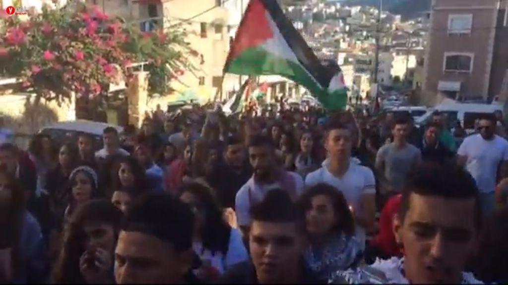Árabes israelíes marchan en la ciudad de Sakhnin el sábado 1 de octubre de 2016 para conmemorar a 13 musulmanes que murieron mientras atacaban a la policía durante la Segunda Intifada. (captura de pantalla)
