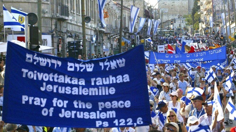 Cristianos pro-Israel marchan durante un desfile para la fiesta de los Tabernáculos en Jerusalén en 2006. Miles de cristianos evangélicos están participando en una peregrinación anual para apoyar a Israel (foto: Olivier Fitoussi / Flash 90)