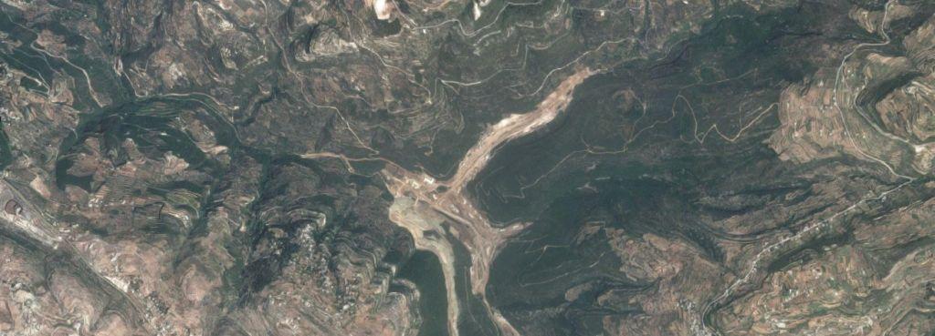 Un sitio cerca de la ciudad siria del norte de Banias, donde Irán está construyendo una fábrica de misiles. (Captura de pantalla: Google Maps)