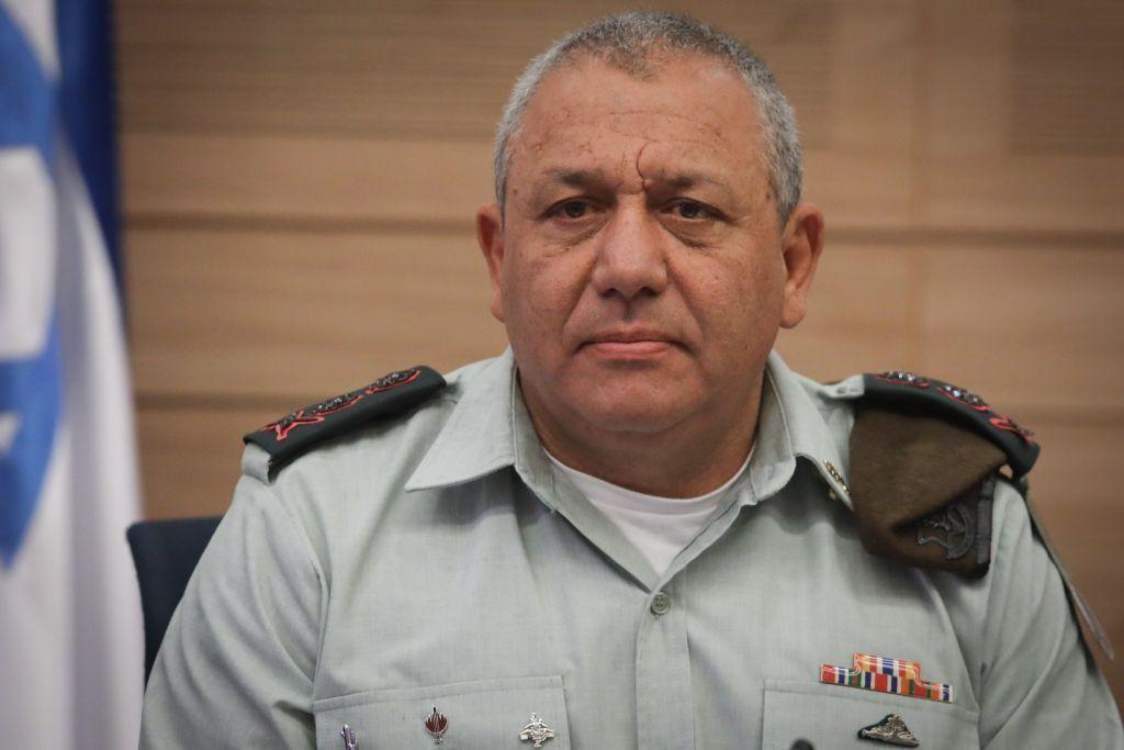 El Jefe del Estado Mayor de las FDI, el Teniente General Gadi Eisenkot, se dirige al Comité de Asuntos Exteriores y Defensa de la Knesset el 5 de julio de 2017. (Isaac Harari / Flash 90)