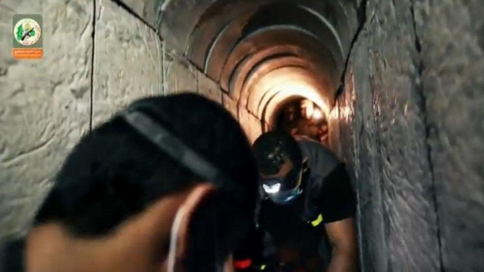 Fotograma de un vídeo de Hamas de agosto de 2015 que pretendía mostrar un túnel de Gaza excavado bajo la frontera israelí.(Captura de pantalla Ynet)