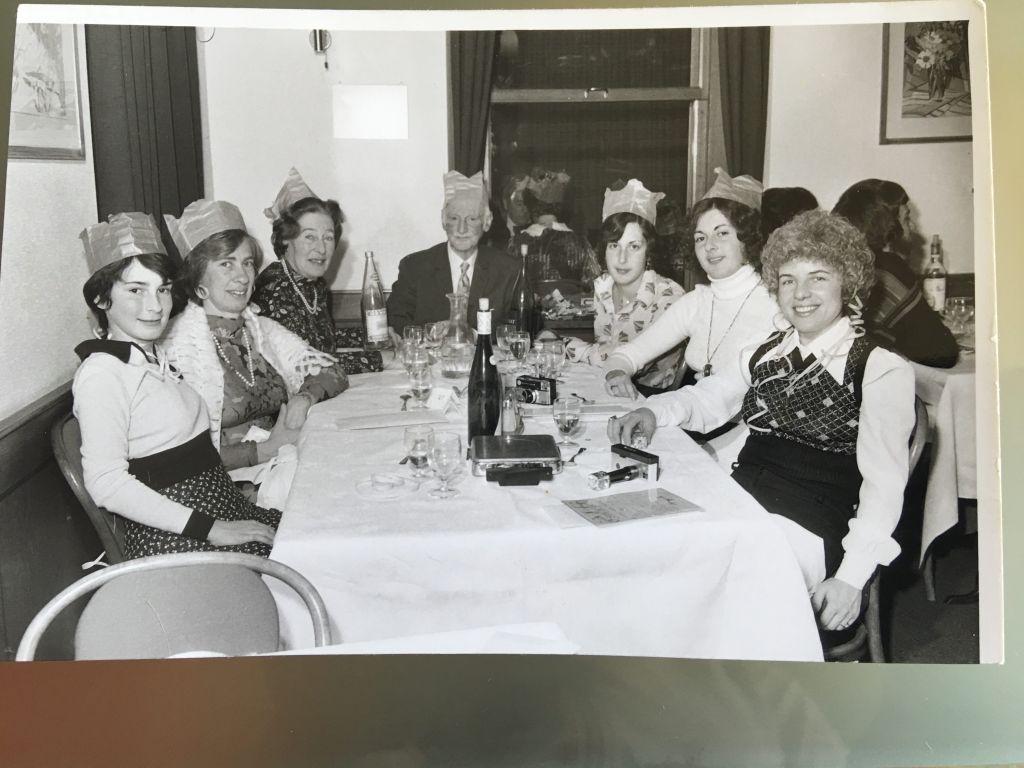 Una celebración de año nuevo de con toda la familia Frank / Schloss, Suiza 1973. (Cortesía)