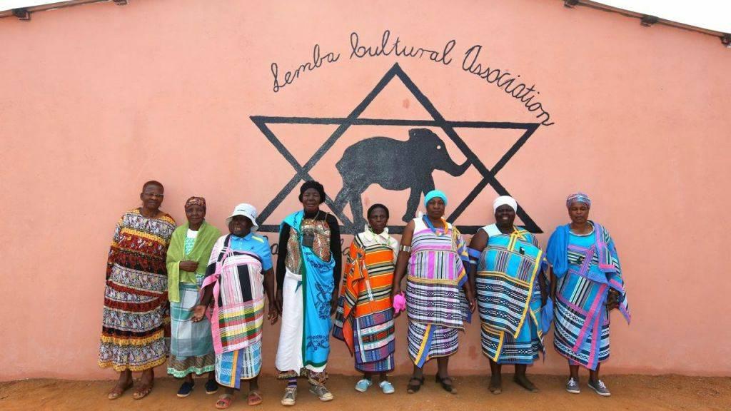 Mujeres de la comunidad Lemba. Manavhela, Provincia de Limpopo, Sudáfrica. Agosto de 2015. (Cortesía de Jono David)