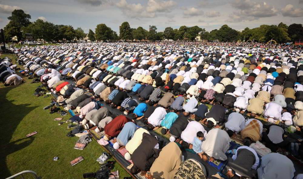 Musulmanes en oración en Birmingham