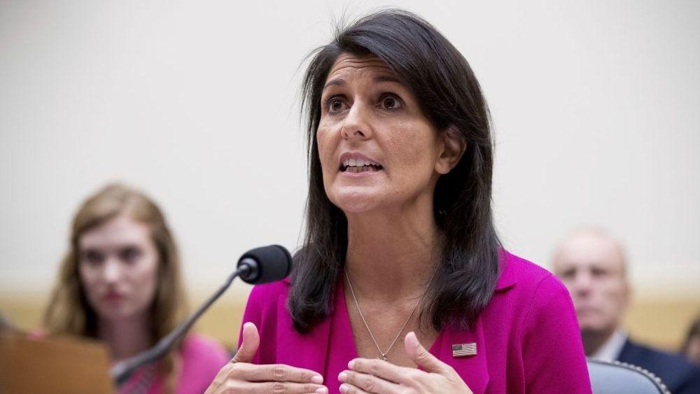 """Nikki Haley, Embajadora de los Estados Unidos ante la ONU, testifica en el Capitolio en Washington, el miércoles 28 de junio de 2017, ante la audiencia de la Comisión de Relaciones Exteriores de la Cámara de Representantes: """"Promover los intereses de Estados Unidos en las Naciones Unidas"""". (Foto de AP / Andrew Harnik)"""