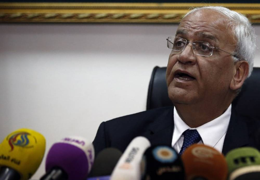 """El principal negociador y secretario general de la """"Organización para la Liberación de Palestina"""" (OLP), Saeb Erekat, habló durante una conferencia de prensa en la ciudad cisjordana de Jericó el 15 de febrero de 2017. (AFP / Ahmad Gharabli)"""