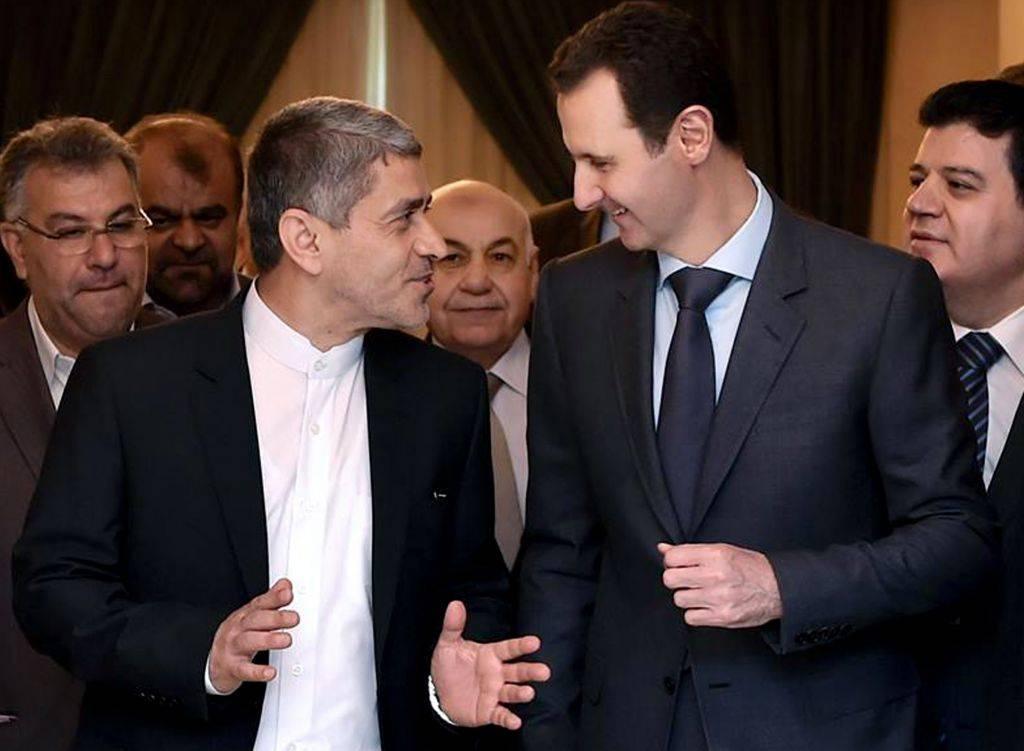 El presidente sirio, Bashar Assad, se reunió con el ministro iraní de Economía y Asuntos Financieros, Ali Tayebnia, a la izquierda, en Damasco, Siria, el lunes 16 de marzo de 2015. (Foto crédito: AP)