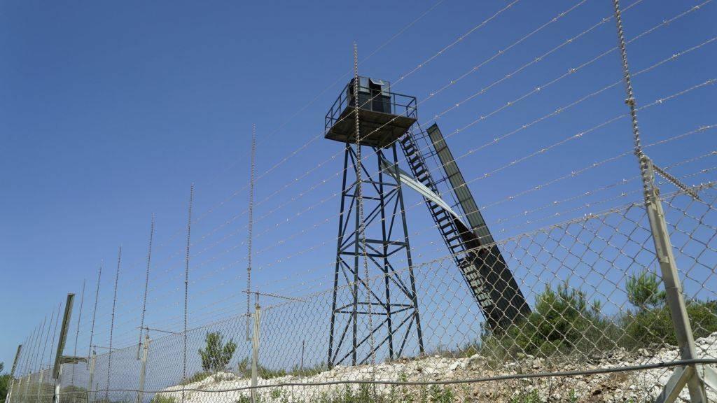 Un puesto de observación de Hezbollah en la frontera israelí-libanesa. Foto lanzada el 22 de junio de 2017. (Unidad de portavoz de la FID)