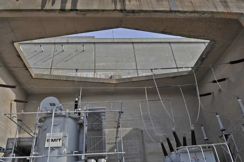 Un primer plano de uno de los transformadores de potencia monitoreados por la aplicación de análisis desarrollada conjuntamente por la Autoridad de Energía de Nueva York y mPrest. (Cortesía)