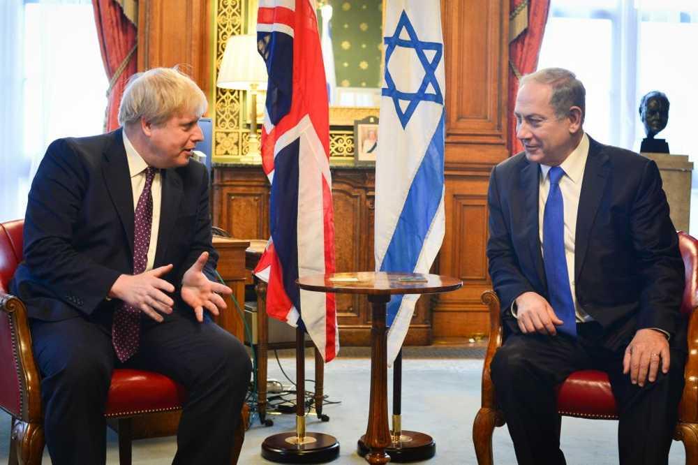 El Primer Ministro Benjamin Netanyahu (R) se reúne con el Secretario de Relaciones Exteriores británico Boris Johnson en Londres, Reino Unido. (Kobi Gideon / GPO)