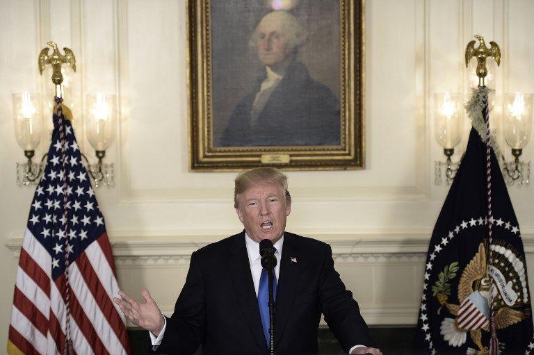 El presidente de los Estados Unidos, Donald Trump, habla sobre el acuerdo con Irán desde la sala de recepción diplomática de la Casa Blanca en Washington, DC, el 13 de octubre de 2017. (AFP PHOTO / Brendan SMIALOWSKI)