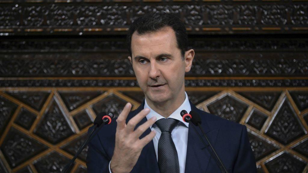 El presidente sirio Bashar Assad se dirige al parlamento recientemente elegido en Damasco, Siria, el 7 de junio de 2016. (SANA, la agencia oficial de noticias siria, a través de AP)