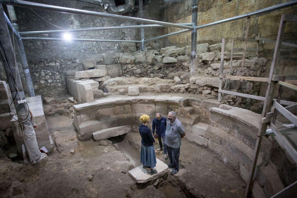 Enorme sección del Muro Occidental y un teatro romano descubiertos después de 1700 años
