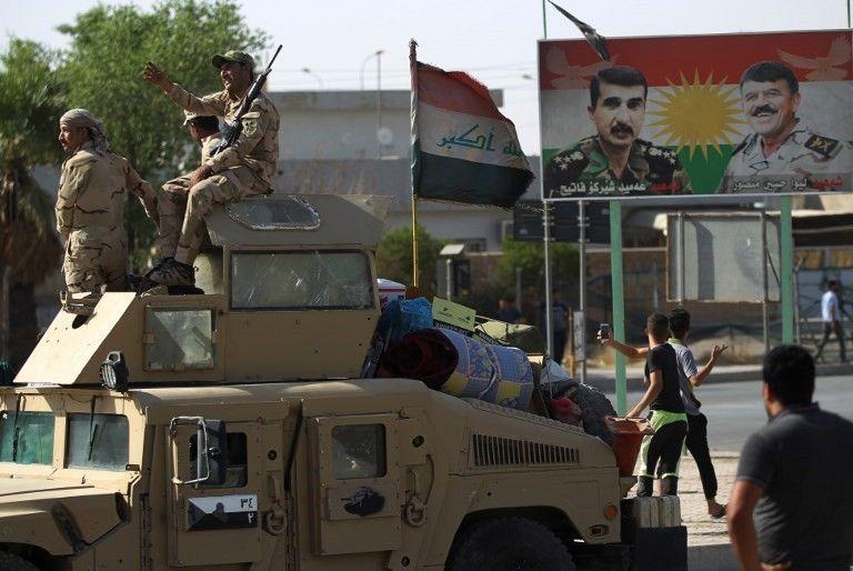 Las fuerzas iraquíes avanzan hacia el centro de Kirkuk durante una operación contra los combatientes kurdos el 16 de octubre de 2017. (AFP PHOTO / AHMAD AL-RUBAYE)