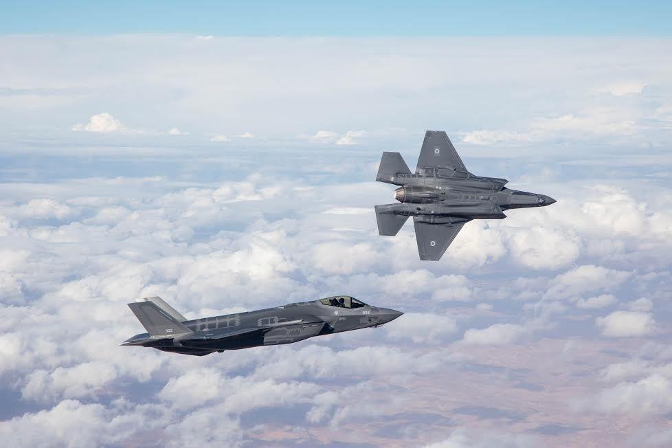 Primeros dos aviones de combate furtivos F-35 de Israel en su primer vuelo como parte de la Fuerza Aérea israelí el 13 de diciembre de 2016. (Fuerzas de Defensa de Israel)