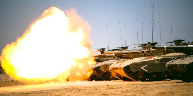 En respuesta a los globos incendiarios: las FDI atacaron objetivos de Hamas en la Franja de Gaza
