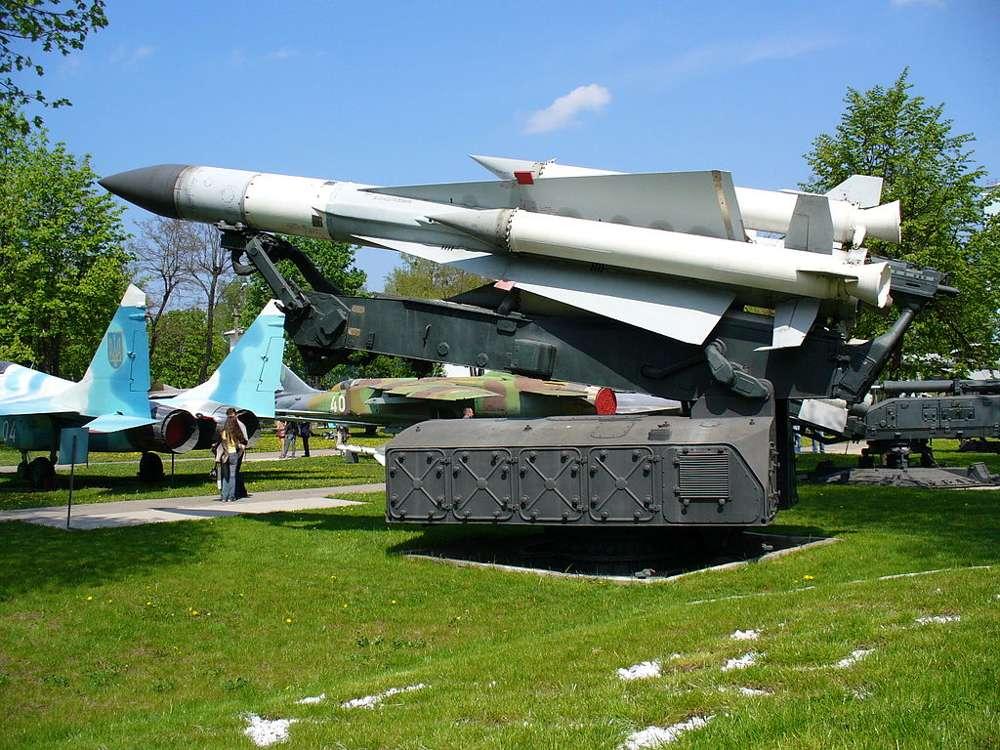 Un misil interceptor SA-5 en exhibición en el Museo de la Fuerza Aérea Ucraniana. (George Chernilevsky / Wikimedia / CC BY-SA 3.0)
