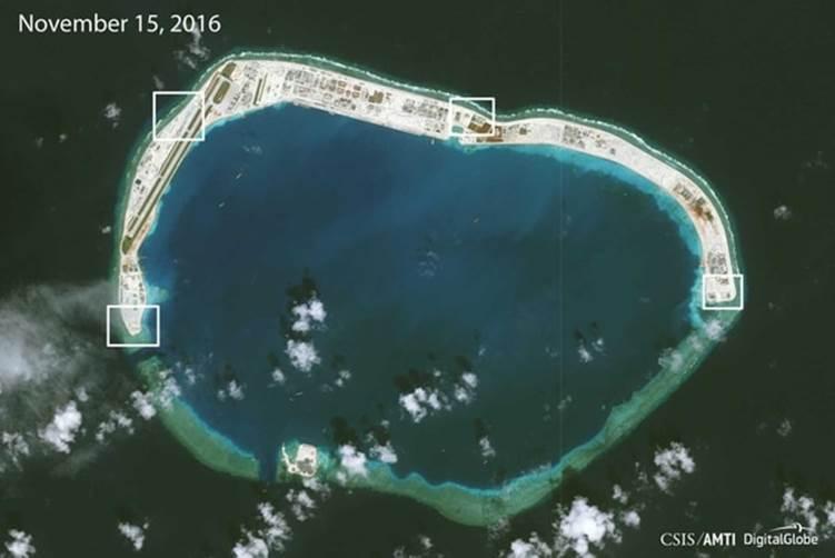 La isla artificial construida por China en el arrecife Mischief, convertida luego en base militar