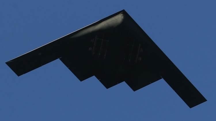 El B-2 tiene capacidad nuclear y convencional y puede penetrar las líneas enemigas sin ser detectado (Getty Images)