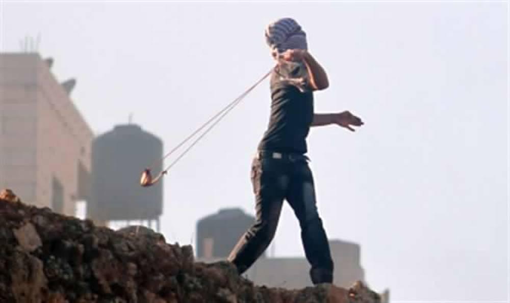 Árabes atacan con rocas un autobús israelí en Samaria