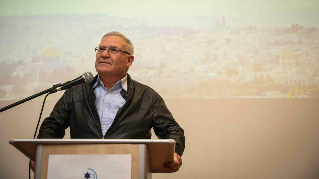 Amos Yadlin habla en un evento de IsraPresse para la comunidad francófona en el Centro del Patrimonio Menachem Begin, Jerusalém, 22 de febrero de 2015. (Hadas Parush / Flash 90)