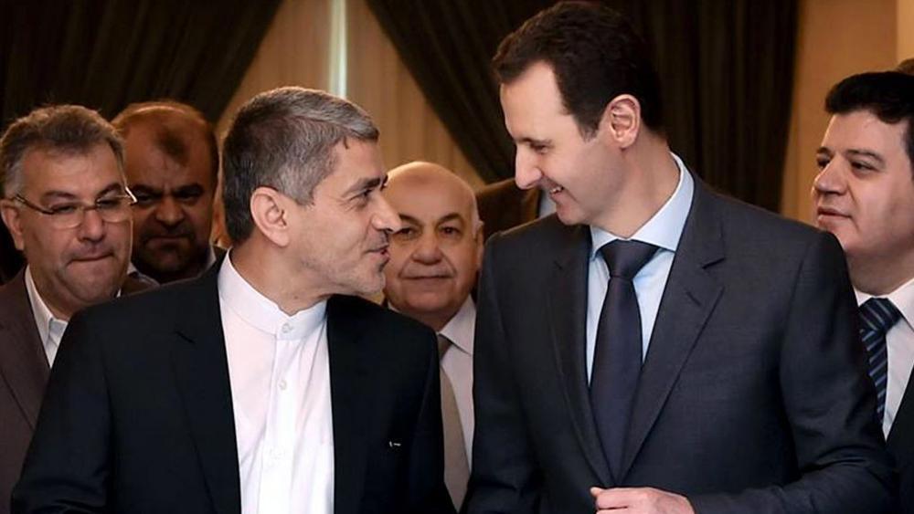 Desde la página oficial de Facebook de la presidencia siria, el presidente sirio Bashar Assad, derecha, reuniéndose con el ministro iraní de economía y asuntos financieros, Ali Tayebnia, izquierda, en Damasco, Siria, el lunes 16 de marzo de 2015. (AP)