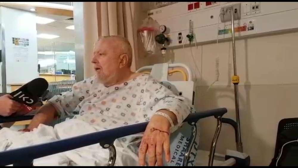 Desde su cama en el hospital, David Ramati recuerda haber sido atropellado por un automóvil en un ataque terrorista fuera del poblado judío de Efratel 17 de noviembre de 2017. (Captura de pantalla: Centro Médico Shaare Zedek)