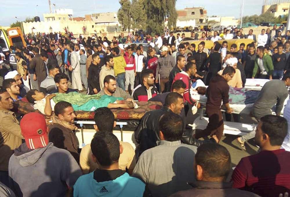 Egipto llora a 305 víctimas de la masacre en la mezquita de Sinaí