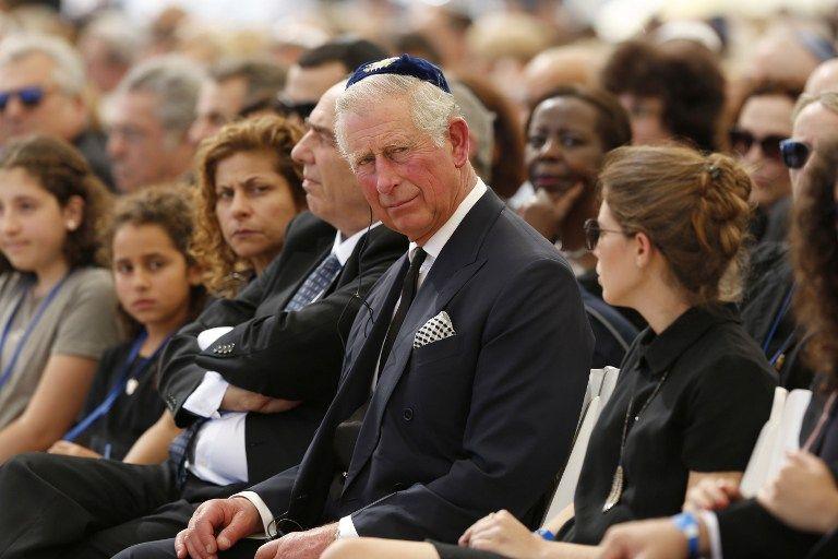 El Príncipe Carlos de Gran Bretaña asiste al funeral del ex presidente y primer ministro israelí Shimon Peres en el cementerio nacional Mount Herzl en Jerusalém el 30 de septiembre de 2016. (AFP Photo / Pool / Abir Sultan)
