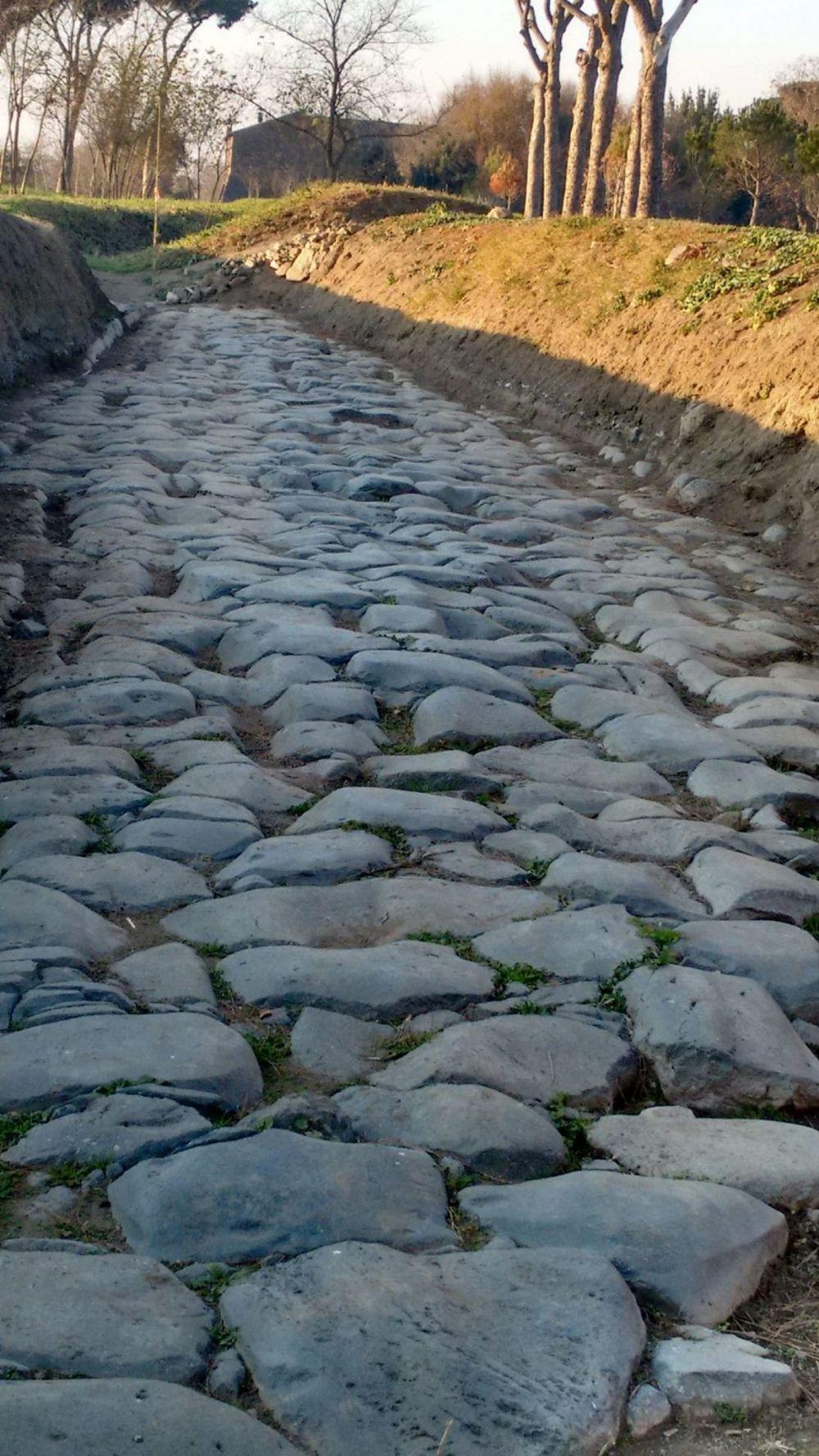 Superficie original de la Vía Latina, la calzada romana que pasó por Interamna Lirenas