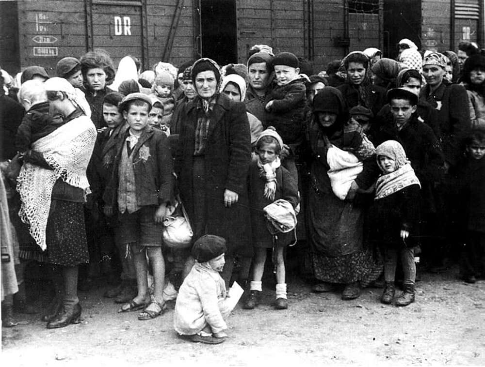 Tribunal alemán declara apto para prisión al contador de Auschwitz de 96 años