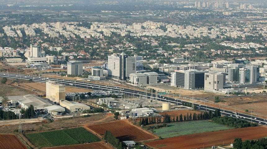 Vista aérea de la zona industrial de tecnología Ra'anana (Crédito de la foto: Moshe Shai / FLASH 90)