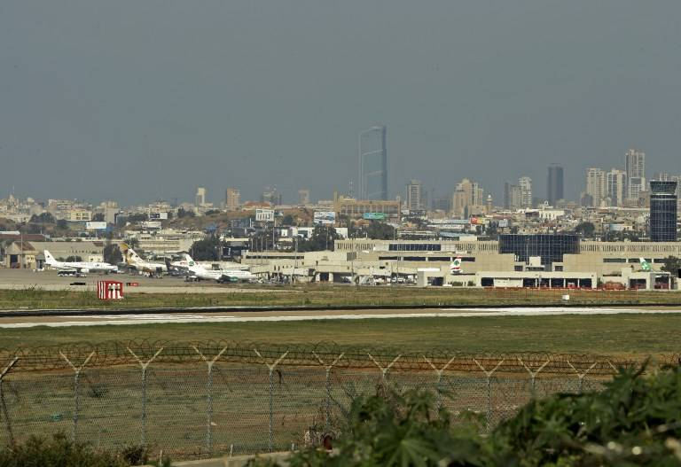 Una foto tomada el 10 de noviembre de 2017 muestra una vista general de la pista del Aeropuerto Internacional de Beirut. (Joseph Eid / AFP)