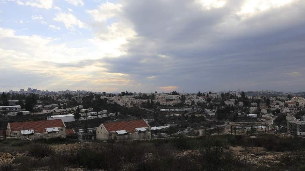 Una vista general del asentamiento de Beit El Judea y Samaria cerca de Ramallah, 16 de febrero de 2017. (AP Photo / Tsafrir Abayov)