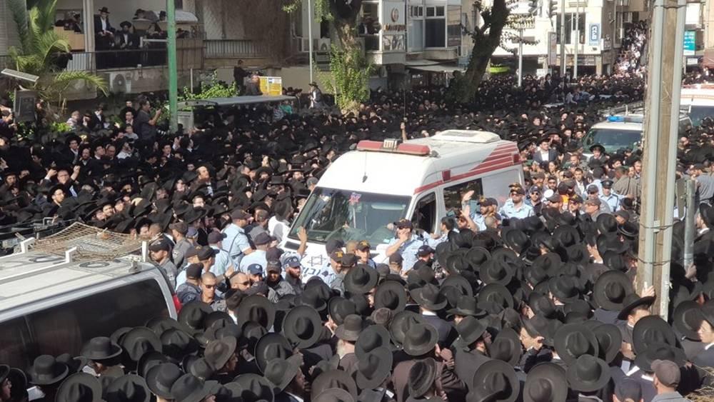 Cientos de miles se reúnen para el funeral del Rabino Steinman