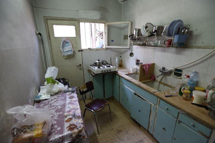 La modesta cocina del líder judío haredí, el rabino Aharon Leib Shteinman, en la casa del rabino en Bnei Brak. 27 de junio de 2014. (Yaakov Naumi / Flash 90)