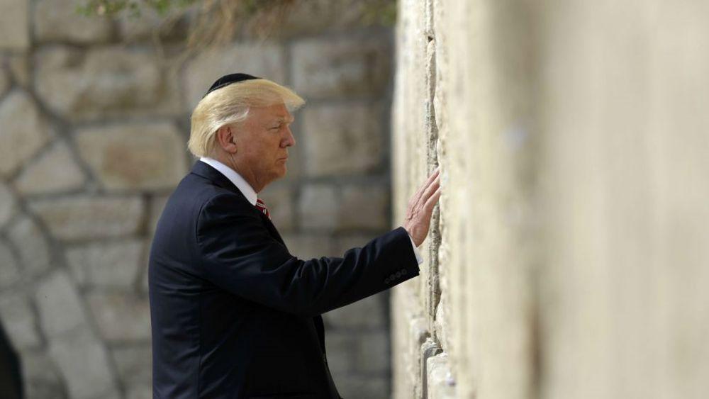 El presidente de los Estados Unidos, Donald Trump, visita el Muro Occidental, el lunes 22 de mayo de 2017 en Jerusalén. (AP Photo / Evan Vucci)