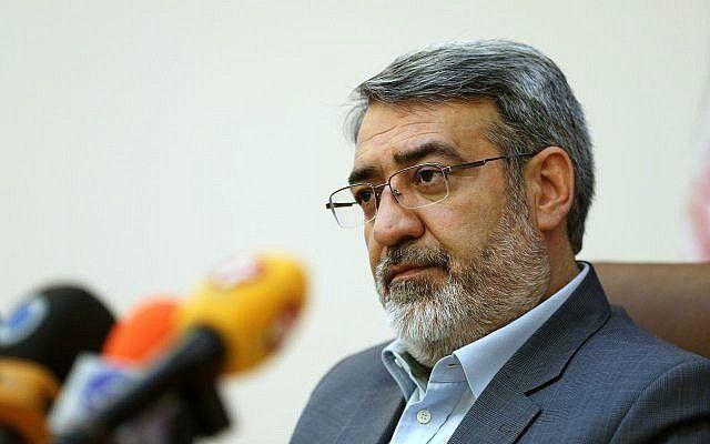 El ministro del Interior iraní, Abdolreza Rahmani Fazli, habla durante una conferencia de prensa en Teherán, Irán, el 13 de abril de 2015. (Ebrahim Noroozi / AP)