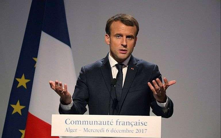 El presidente francés, Emmanuel Macron, realiza una conferencia de prensa en la embajada de Francia en Argel el 6 de diciembre de 2017. (AFP Photo / Ludovic Marin)