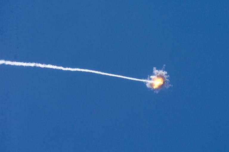 Ilustrativo: una fotografía tomada desde la frontera sur de Israel con la Franja de Gaza muestra el rastro de un misil lanzado por el sistema de defensa israelí Cúpula de Hierro, el 22 de agosto de 2014 (AFP Photo / Jack Guez)