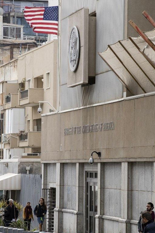Una imagen muestra el exterior de la embajada de EE.UU. en Tel Aviv el 6 de diciembre de 2017. (ACK GUEZ / AFP)