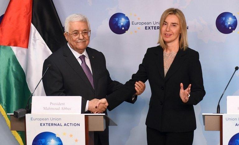 La directora de política exterior de la UE, Federica Mogherini, se reúne con el presidente de la Autoridad Palestina, Mahmoud Abbas, en la sede de la Unión Europea para la Acción Exterior en Bruselas el lunes 26 de octubre de 2015 (FOTO / EMMANUEL DUNAND)