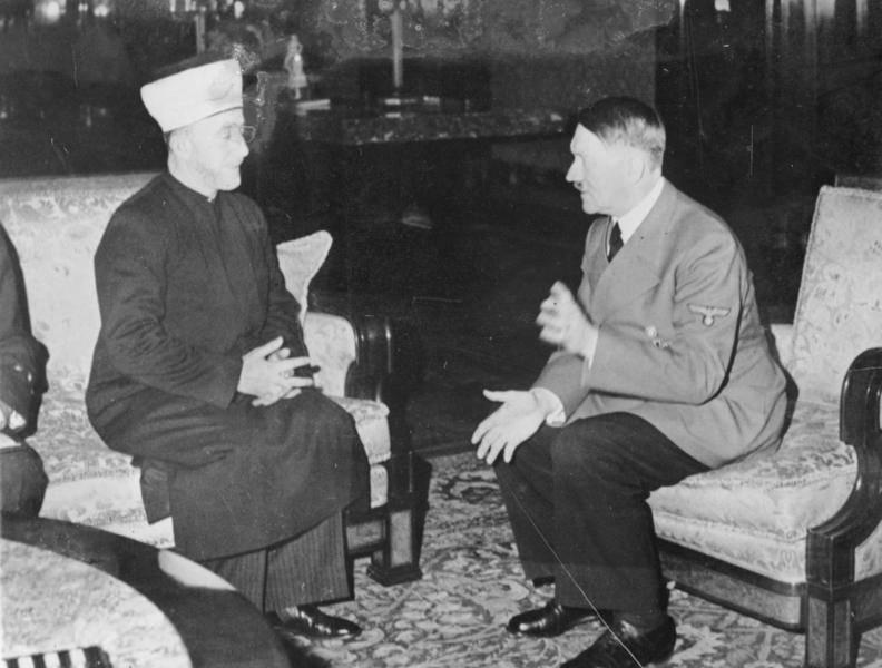 Hitler recibe al Gran Mufti Haj Amin al-Husseini en 1941 en Alemania. (Colección Heinrich Hoffmann / Wikipedia)